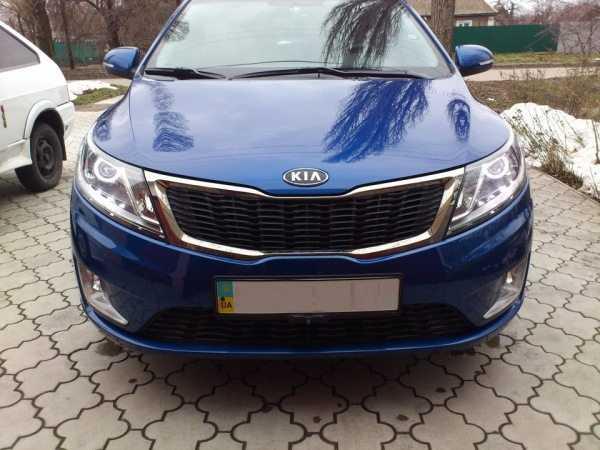 Фары Kia Rio придают автомобилю изящный и стильный внешний вид
