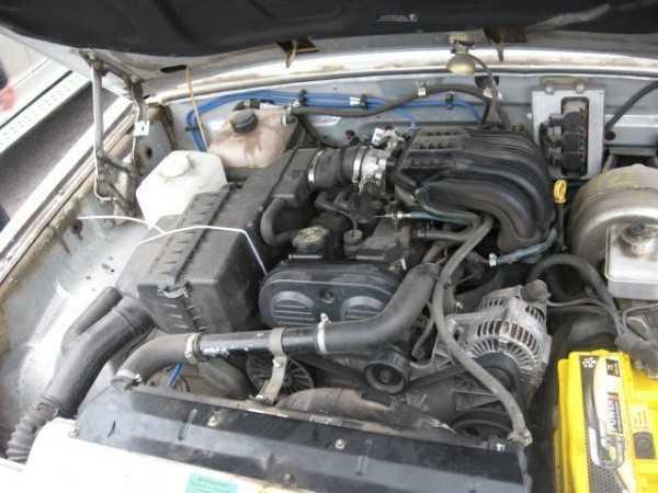 На фото – подкапотная проводка ГАЗ 31029, кардинально переделанная под крайслеровский двигатель