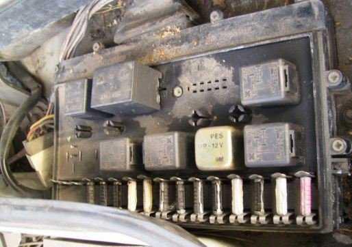 Нет ближнего света в ВАЗ 2109 – проверьте монтажный блок