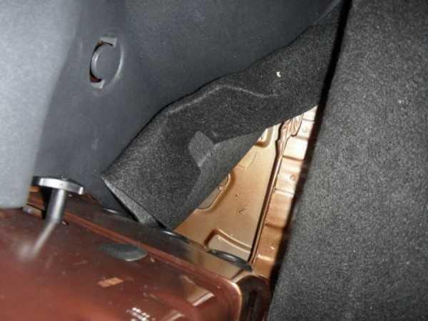 Освобождаем доступ в багажном отделении к заглушкам