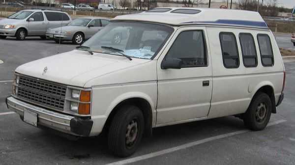 Первое поколение - Dodge Caravan I в кузове Camper, выпускавшее с 1984 по 1990 год