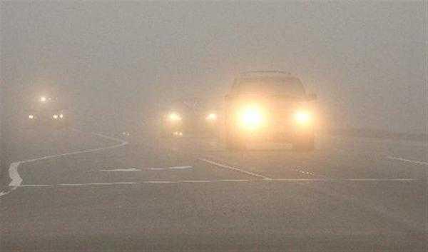 При движении в тумане видимость заметно ухудшается
