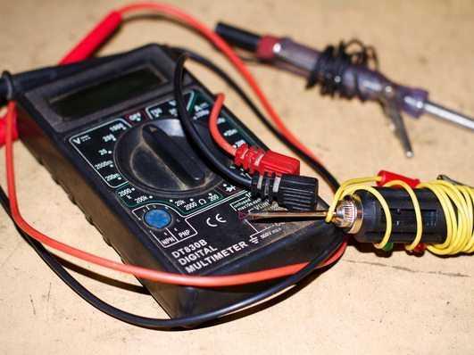 Утечка тока также определяется с помощью мультиметра
