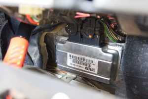 Блок управления двигателем где расположен