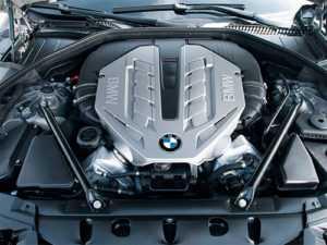 Двигатель БМВ под капотом
