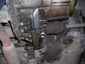 Потеки масла между мотором и коробкой