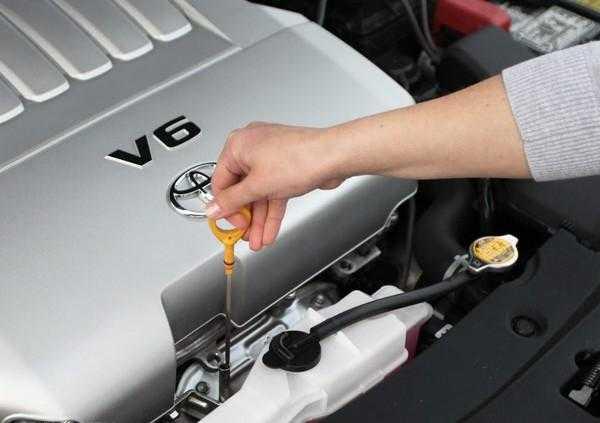 Как доливать масло в двигатель правильно