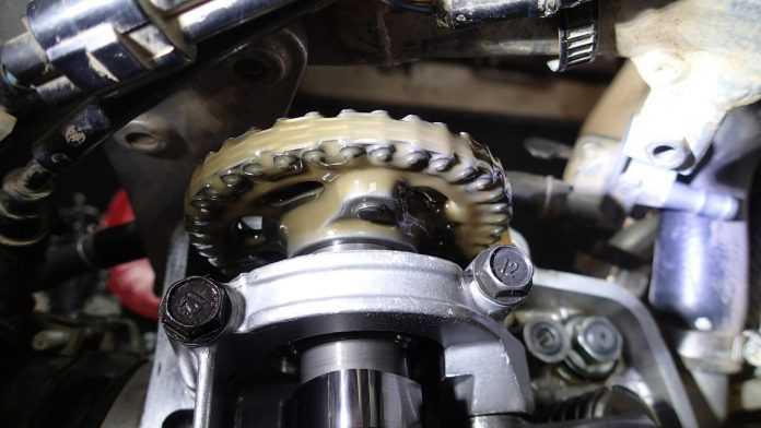 Вода попадает в масло двигателя причины
