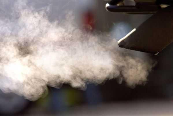 Дизельный мотор дымит белым дымом
