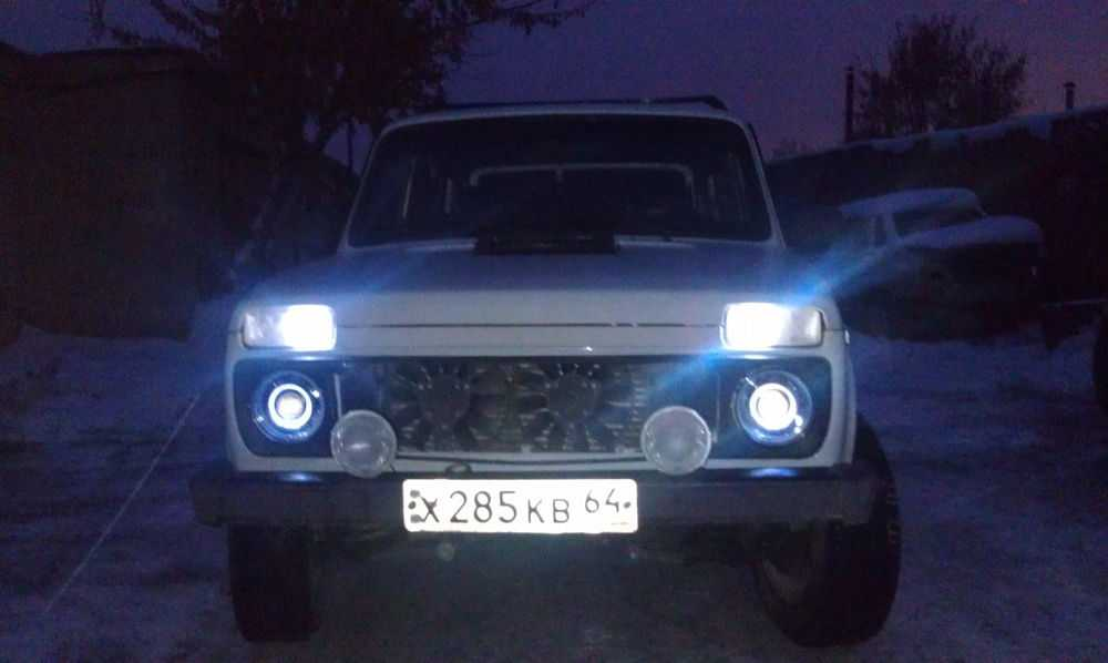 ВАЗ-2121 Нива с тюнингом фар