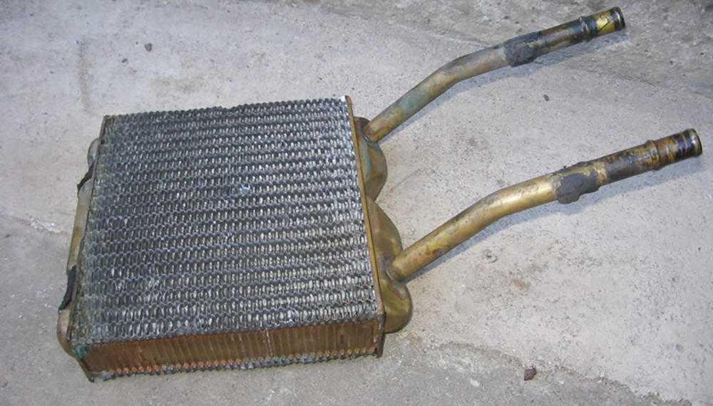 Засорённый радиатор отопителя
