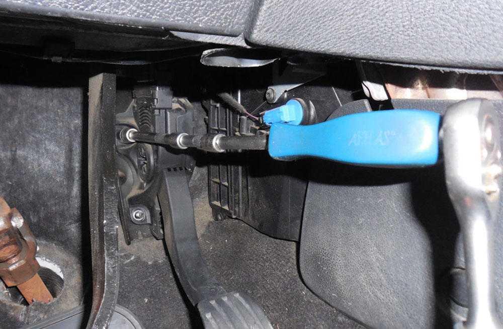 Снять педали Ford Mondeo 4