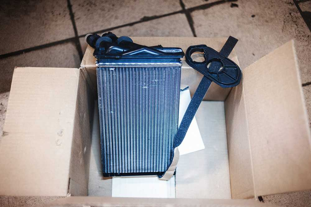 Радиатор печки Фольксваген Гольф 5
