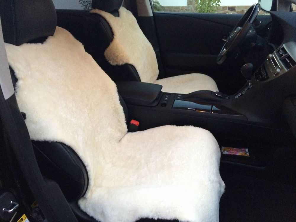Салон автомобиля с накидками на сиденьях