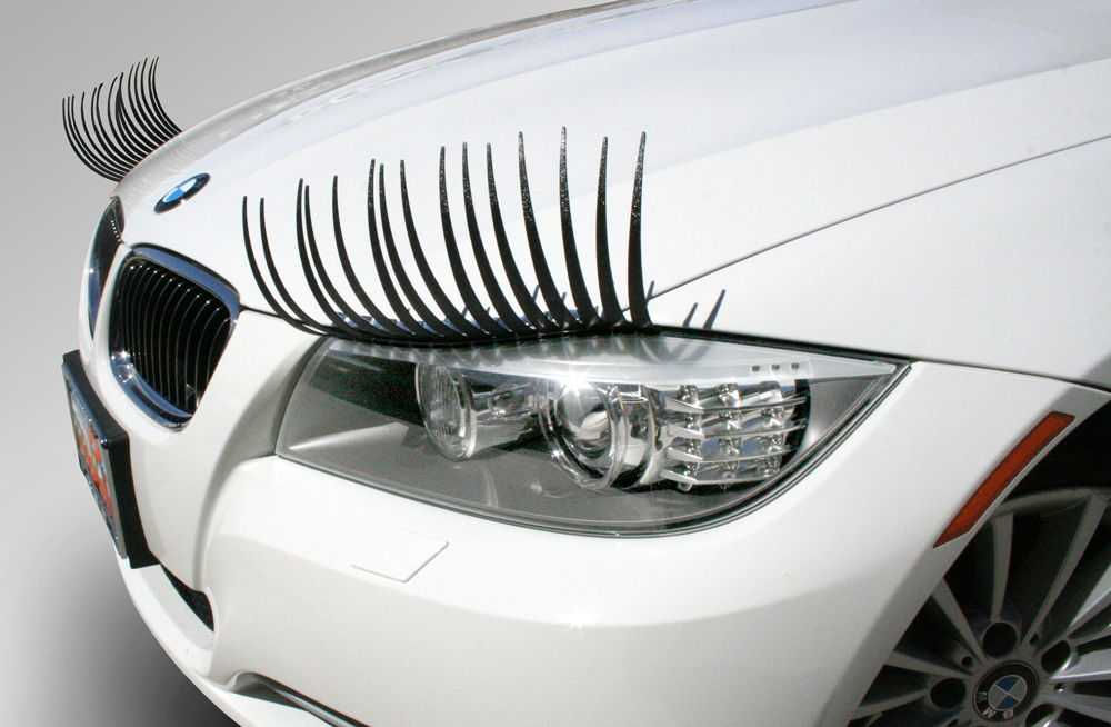 Реснички на фарах белой BMW
