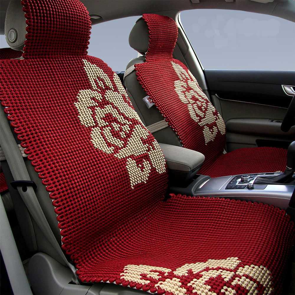 Салон автомобиля с чехлами на сиденьях