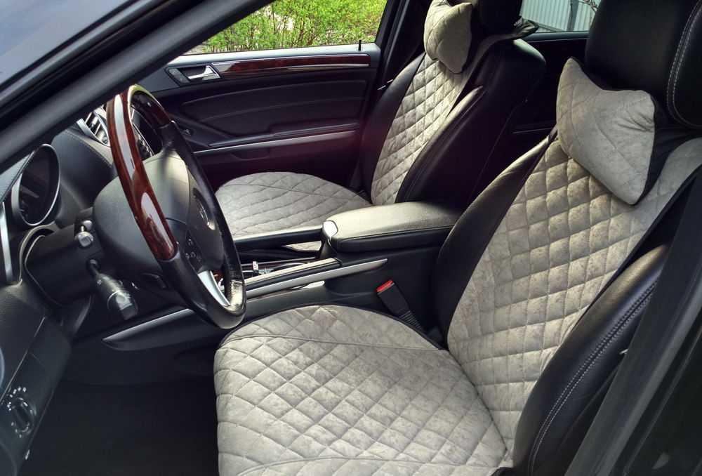 Салон автомобиля автомобиля Mercedes