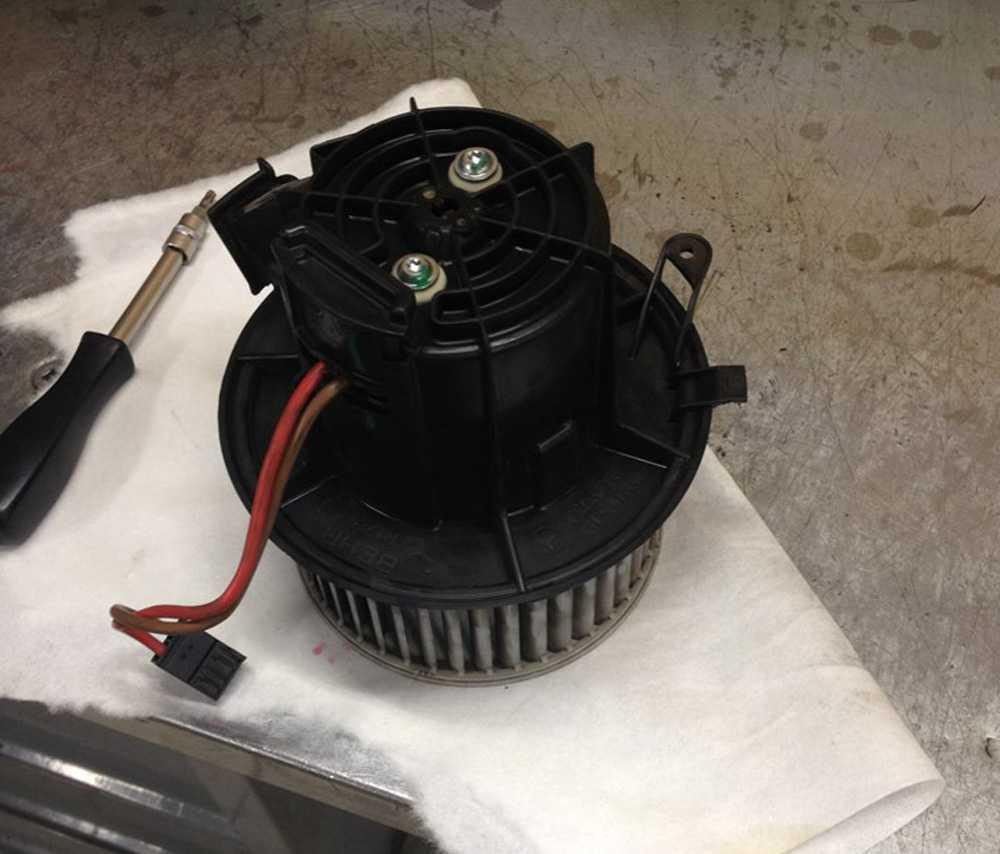 Электродвигатель печки Шевроле Нива