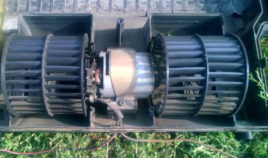 Электродвигатель отопителя Ford Escort