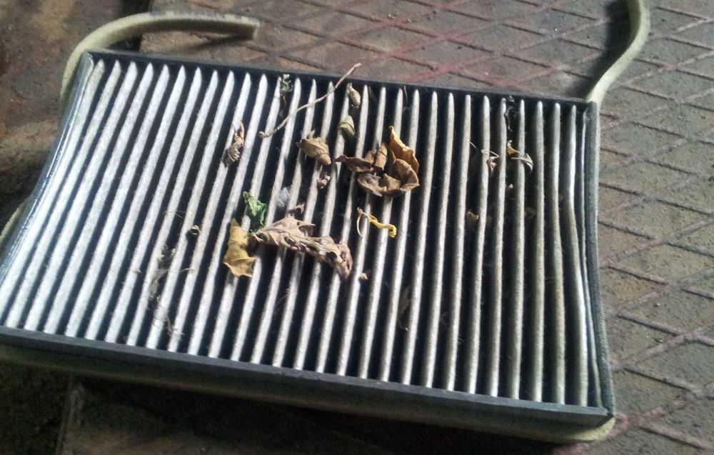 Загрязненный салонный фильтр