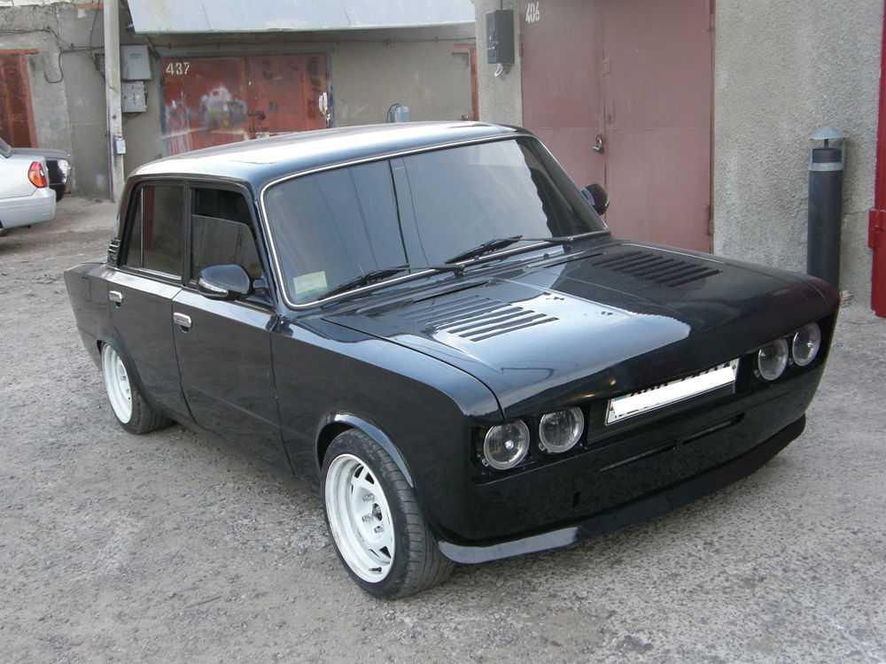 Черный ВАЗ 2106 с тюнингом