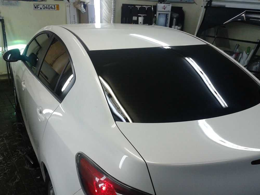 Mazda 3 белого цвета