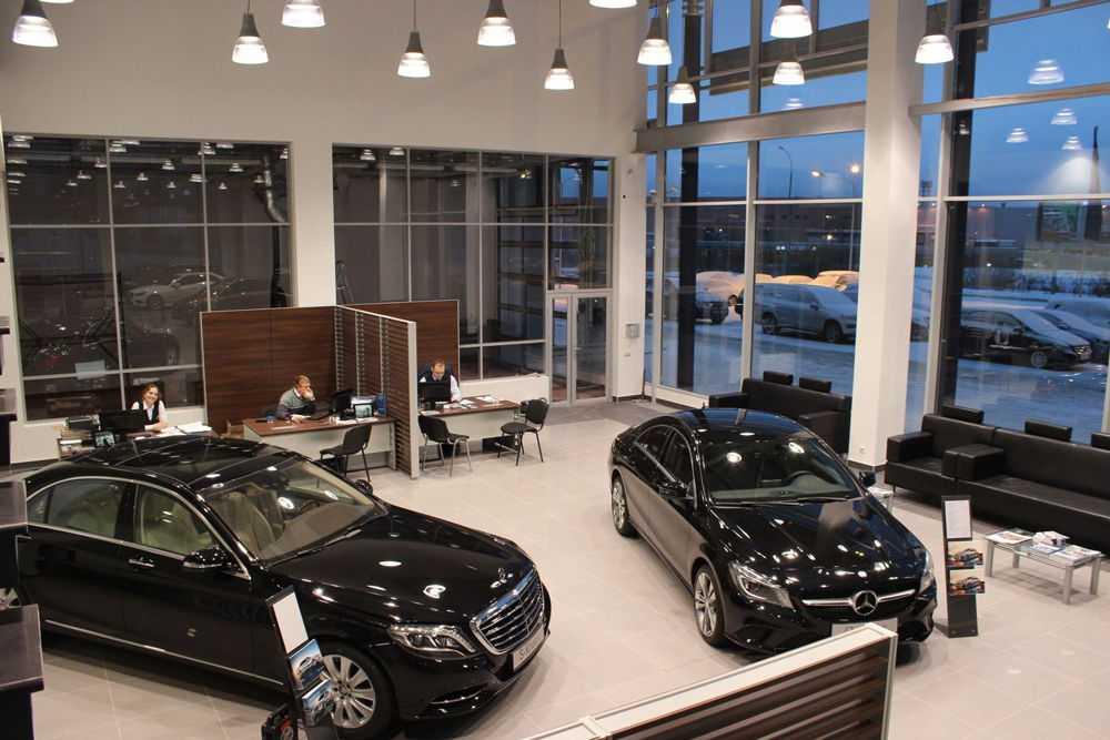 Автомобили Mercedes-Benz в салоне