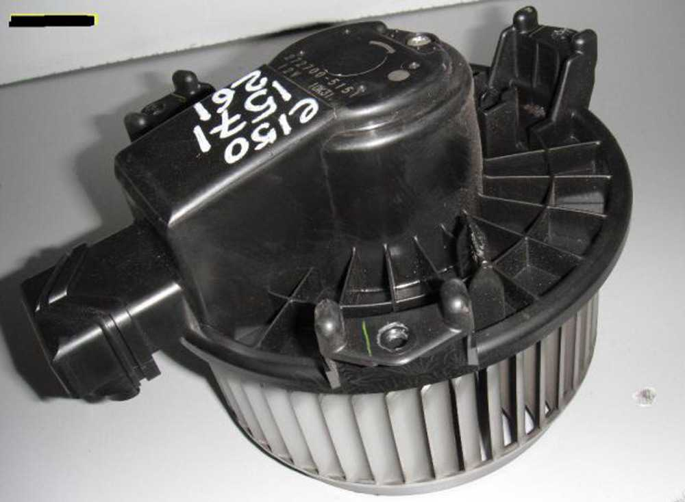 Моторчик печки на Toyota Corolla