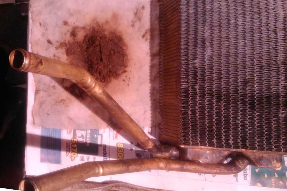 Накипь и шлак из промытого радиатора