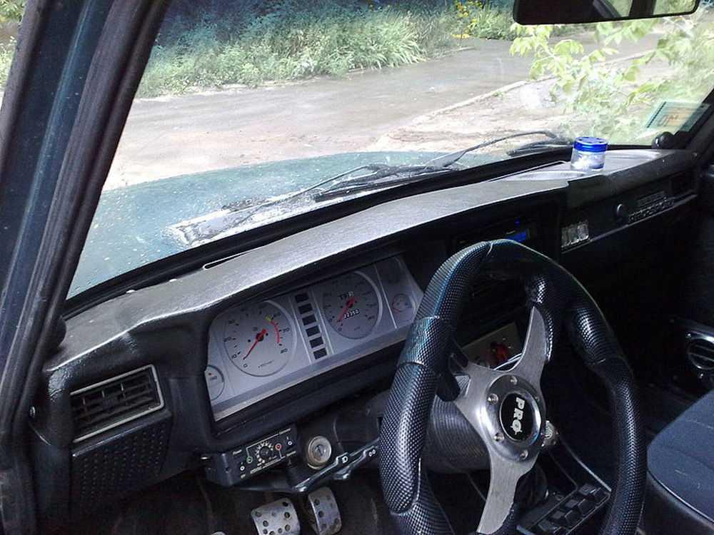 Накладка на панель ВАЗ-2105
