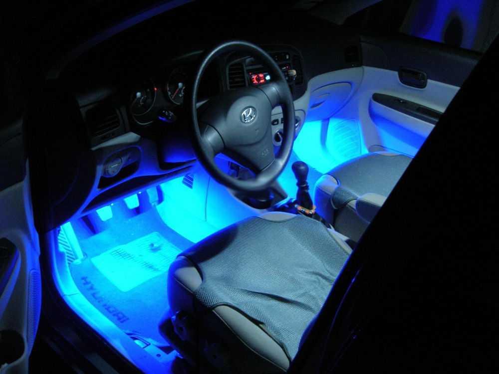Салон автомобиля с подсветкой