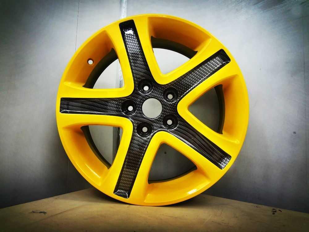 Литые диски желтого цвета