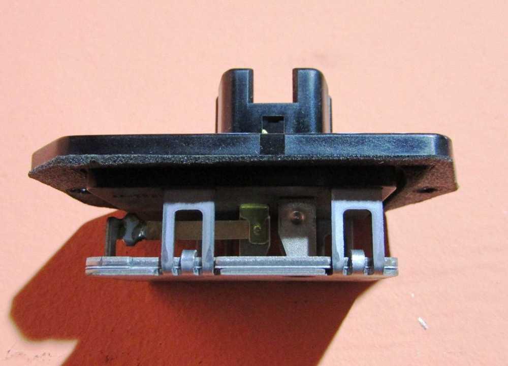 Резистор печки на Toyota Corolla