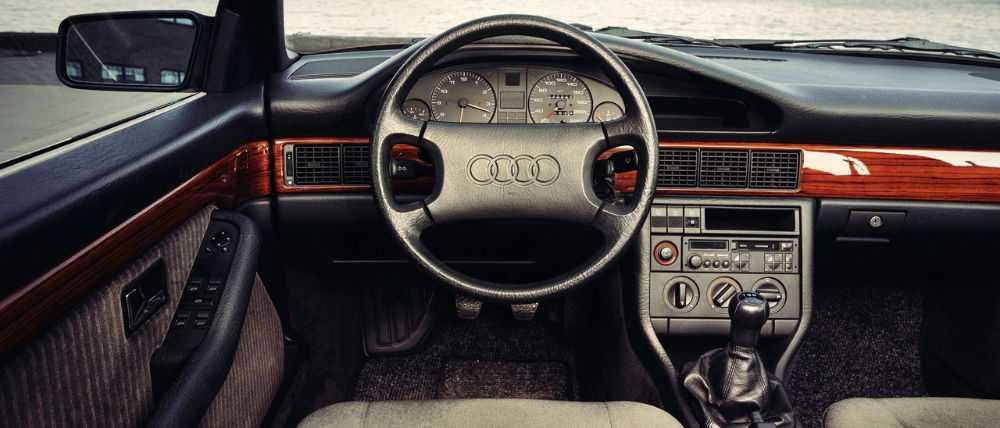 Салон Audi 100