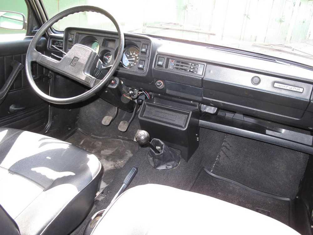 Салон ВАЗ-2104 образца конца 80-х годов