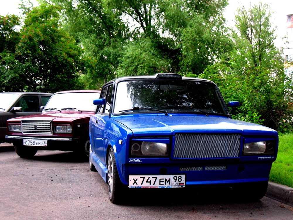 Синий ВАЗ 2107 с тюнингом