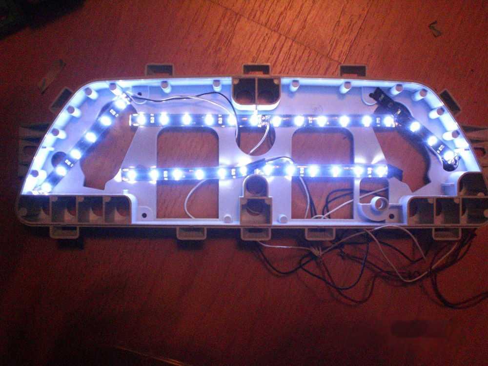 Разобранный щиток приборов со светодиодной подсветкой