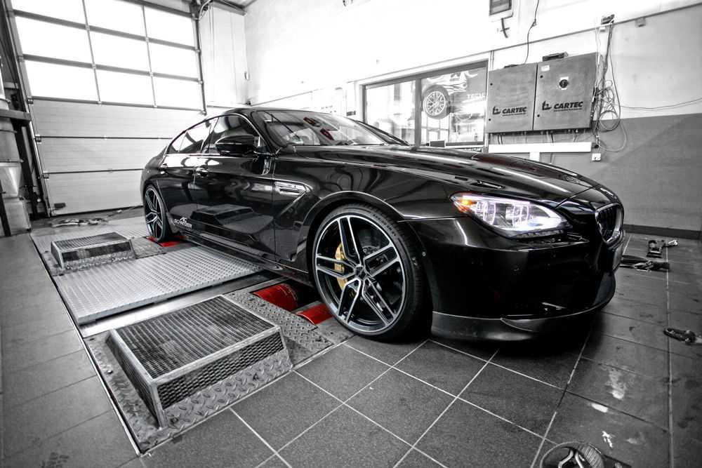 Черная BMW в тюнинг ателье TechTec