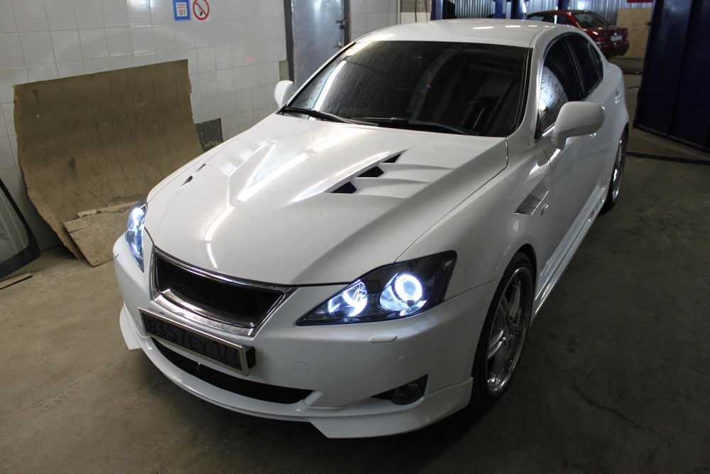 Белый Lexus