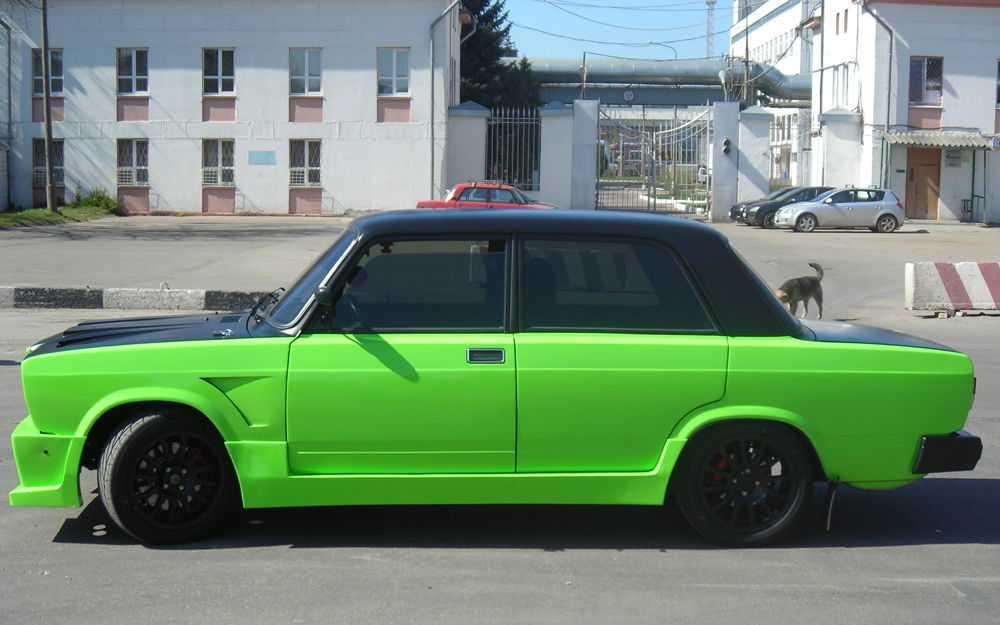 Зеленая Lada 2107 с чёрными дисками