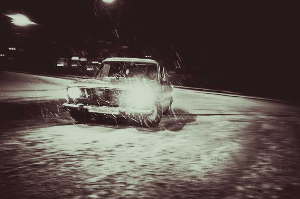 ВАЗ 2106 на снежной трассе