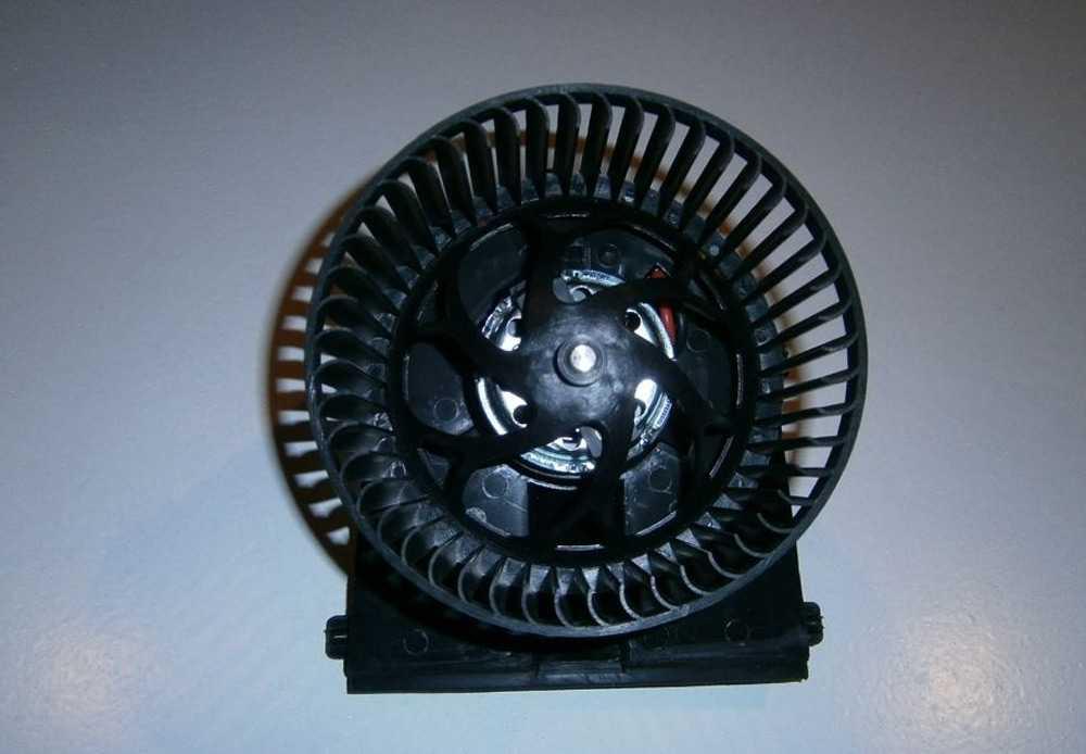 Вентилятор печки Фольксваген Гольф 5