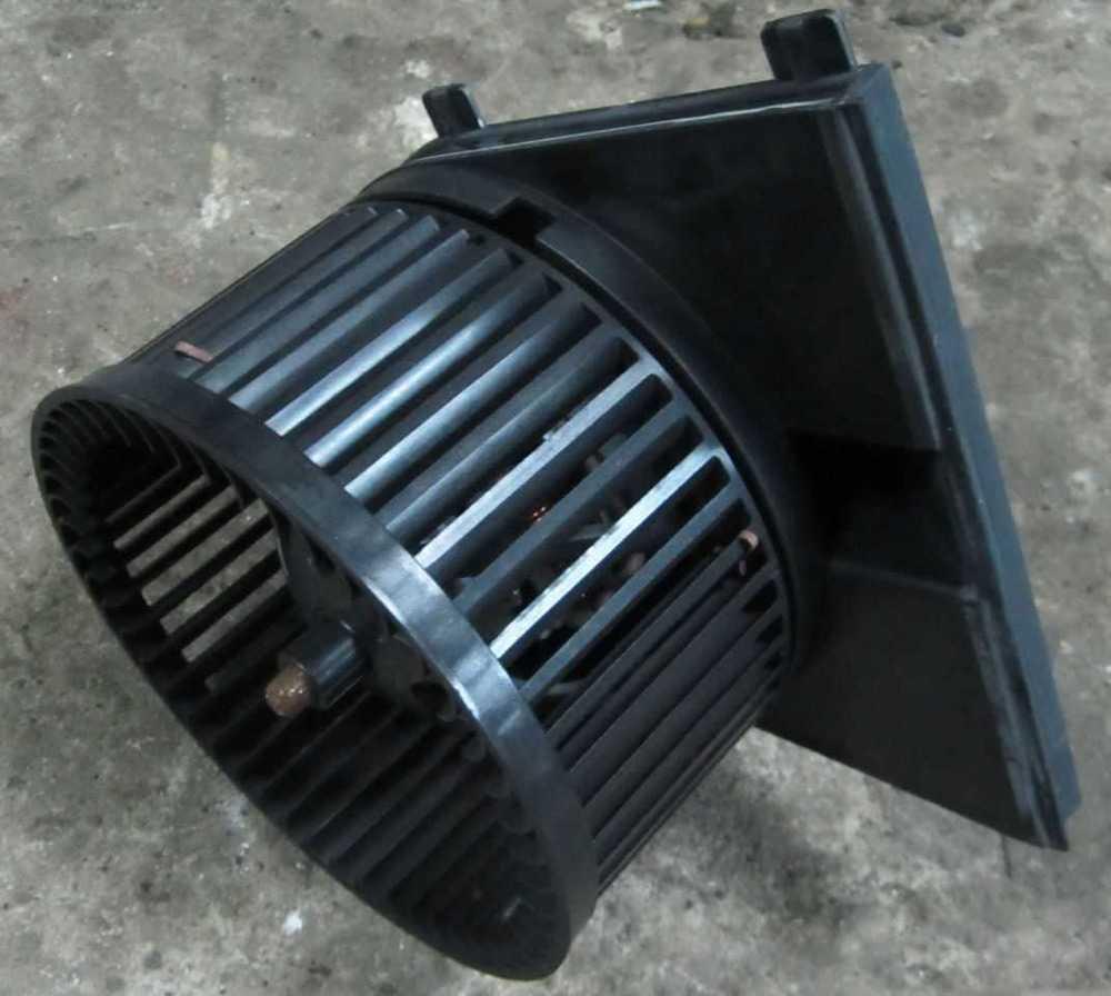 Вентилятор печки Фольксваген Гольф 4