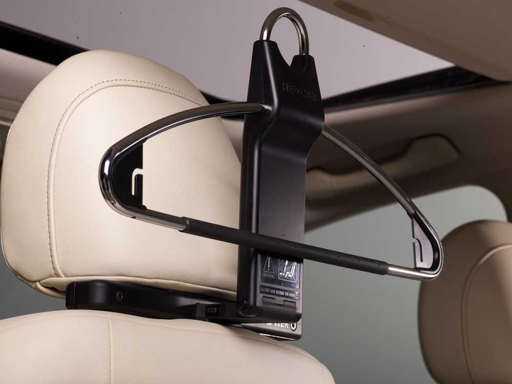 Вешалки для одежды в автомобиле
