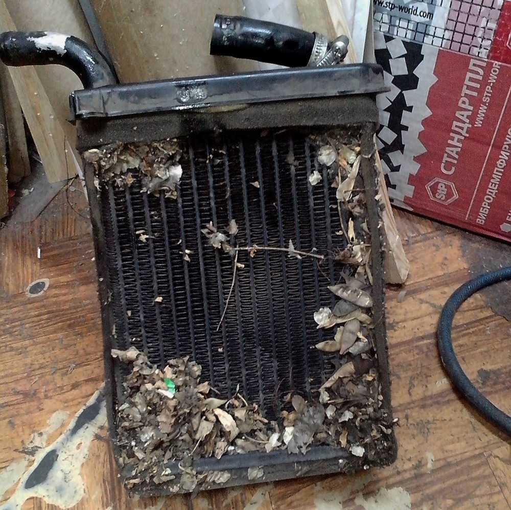 Загрязненный радиатор печки ВАЗ-2106
