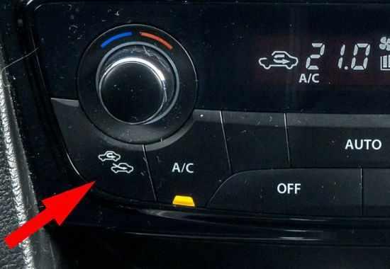 Кнопки включения и отключения рециркуляции салона машины