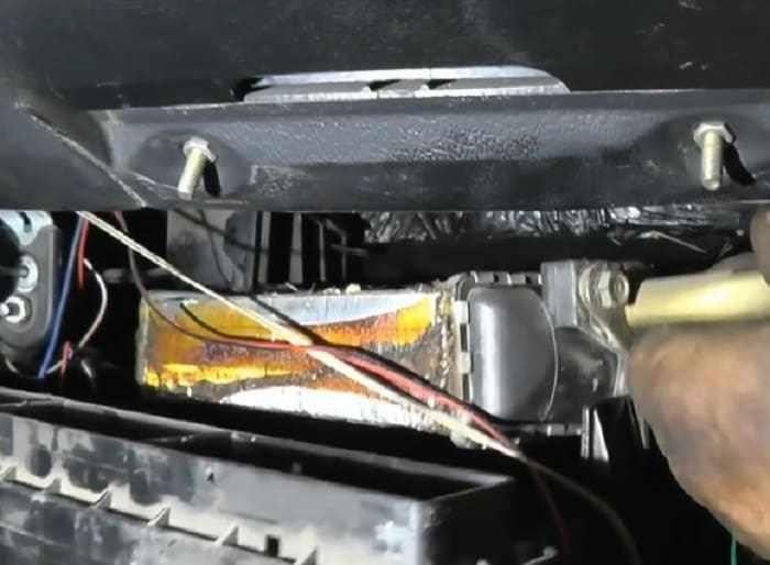 демонтаж старого радиатора печки