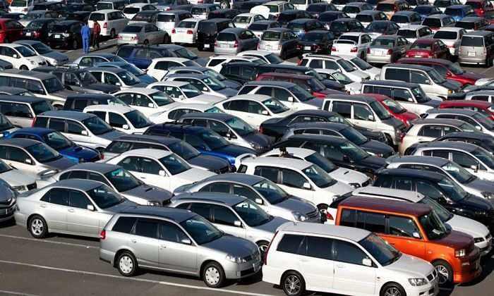 машины на рынке поддержаных автомобилей