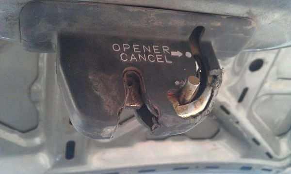 разблокировка замка багажника