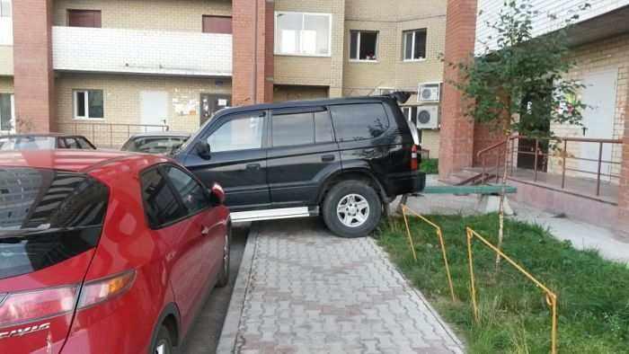 незаконное занятие парковочного места во дворе во дворе